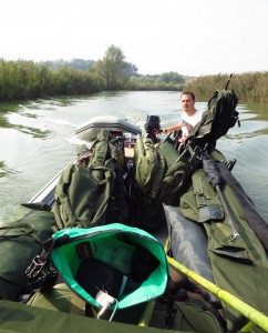 Motorboot mit Tackle